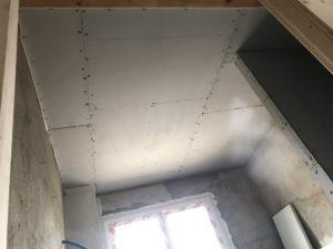 Transformation grenier en appartement, plaques plafond